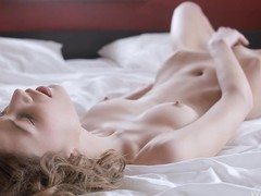 Horny babe in bed say no to clit stands out be expeditious for action