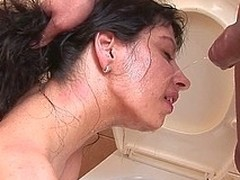 Horny pissing floozy kinked up on the toilet