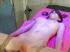 Sexy babe gets waxed