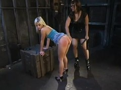 DragonLily gets naughty with Courtney Simpson prevalent a hot BDSM clip
